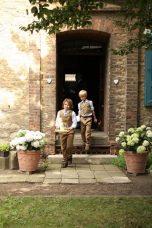 004 152x228 - Sandra und Uwe in Großmutters Garten