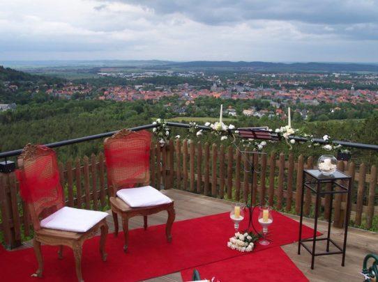100 4376 542x405 - Astrid und Willi auf der Terrasse des Maltermeister Turm Goslar