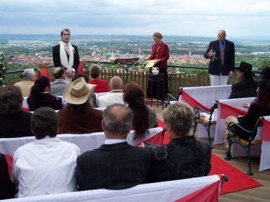 100 4380 383x287 - Astrid und Willi auf der Terrasse des Maltermeister Turm Goslar