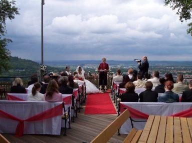 100 4384 383x286 - Astrid und Willi auf der Terrasse des Maltermeister Turm Goslar