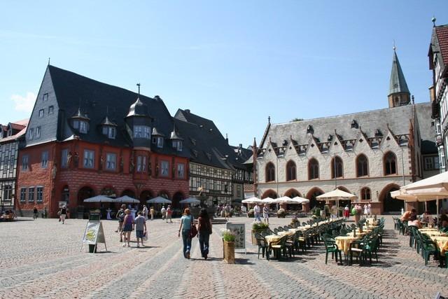 fuhr 038 - Marina & Frank im Garten des St. Annen Hauses Goslar