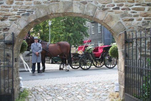 fuhr 112 491x327 - Marina & Frank im Garten des St. Annen Hauses Goslar