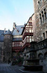 hip 027 180x277 - Corinna & Patrick im Wernigeröder Schloß