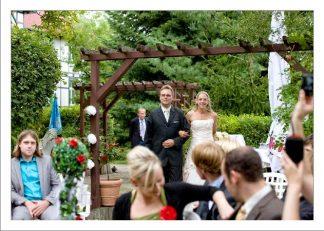 hoa 122 kopie 324x231 - Isabel und Sebastian im Garten des Waldhaus Osterwieck