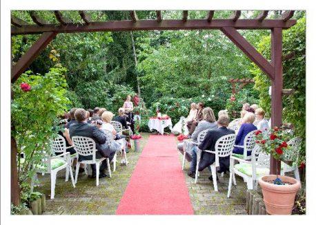 hoa 141 kopie 458x326 - Isabel und Sebastian im Garten des Waldhaus Osterwieck