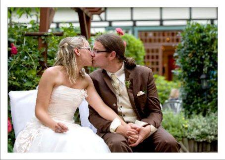 hoa 244 kopie 454x324 - Isabel und Sebastian im Garten des Waldhaus Osterwieck