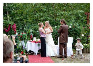 hoa 248 kopie 324x231 - Isabel und Sebastian im Garten des Waldhaus Osterwieck