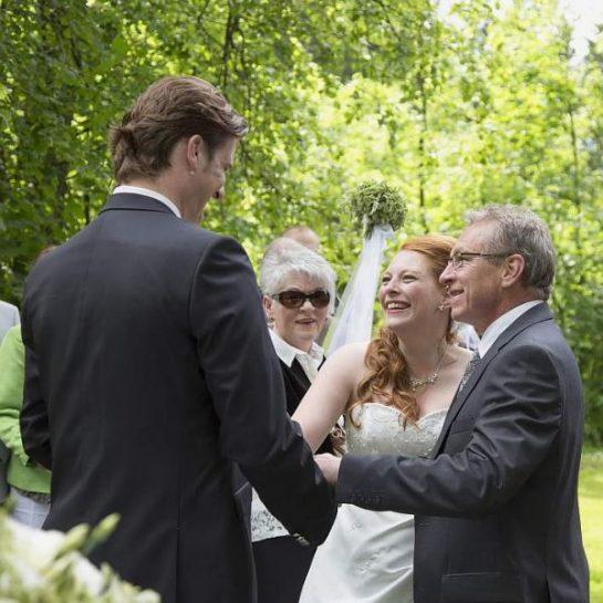 hzj 032 kopie 545x545 - Sina und Tino auf ihrer grünen Hochzeitsinsel - Hildesheimer Haus Buntenbock