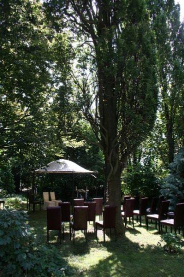 img 0297 368x553 - Sandra und Uwe in Großmutters Garten
