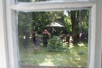 img 0321 342x228 - Sandra und Uwe in Großmutters Garten