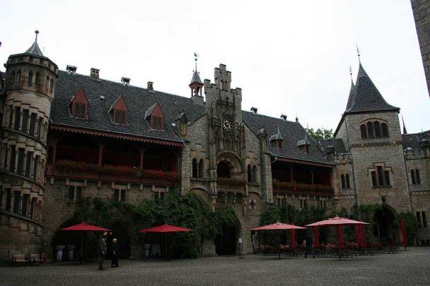 img 0469 608x405 - Tanja und Tom auf Schloss Marienburg