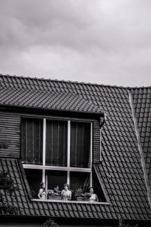 Elke Rott Freie Trauungen Foto Alexander Hahn17 218x327 - Nadja und Sven - Lachen gegen Wetter - im Landhaus am See