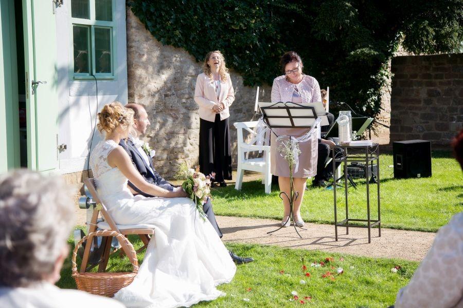 FO7A2273 - Der schönste Dienstag aller Zeiten - Heiraten und Hochzeit feiern mitten in der Woche - Traum-Zeremonie...
