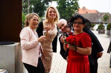 """Hochzeit Marion und Armin Sektempfang 72 von 72 382x254 - Marion & Armin in Blankenburg * Mit """"4 Hochzeiten"""" ins Glück"""