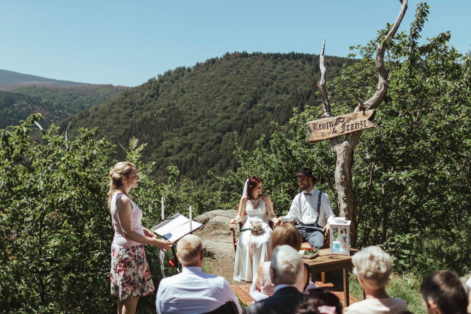 Freie Trauung Franzi & Kevin mit Elke Rott, freie Rednerin * Die Zeremonie - Hochzeit - Harz - Ilsenburg - Wernigerode - Foto Sandro Behrndt