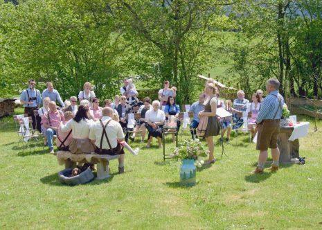 elke rott freie trauung die zeremonie hochzeit hochzeit harz berge goslar120 465x332 - Verliebt in die Berge - Ela und Maik