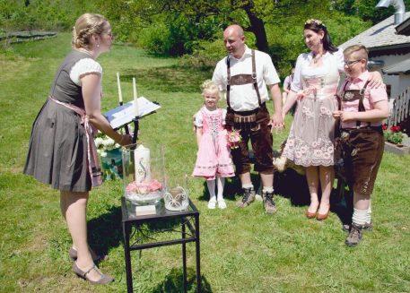 elke rott freie trauung harz berge goslar93 457x327 - Verliebt in die Berge - Ela und Maik