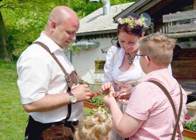 elke rott freie trauung harz berge goslar99 383x273 - Verliebt in die Berge - Ela und Maik