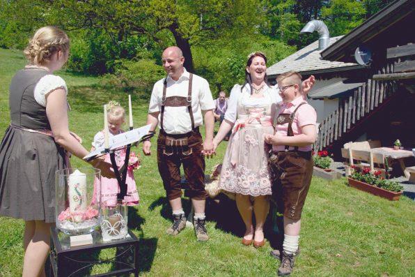 elke rott freie trauung hochzeit harz berge goslar92 596x397 - Verliebt in die Berge - Ela und Maik