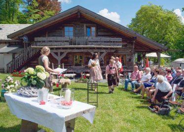 elke rott freie trauungen die zeremonie hochzeit harz berge goslar28 373x267 - Verliebt in die Berge - Ela und Maik