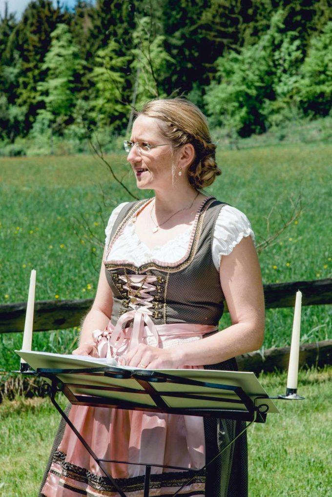 elke rott freie trauungen die zeremonie hochzeit harz berge goslar42 680x1019 - Verliebt in die Berge - Ela und Maik
