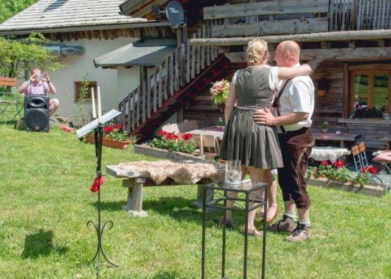 elke rott freie trauungen harz berge goslar30 556x397 - Verliebt in die Berge - Ela und Maik